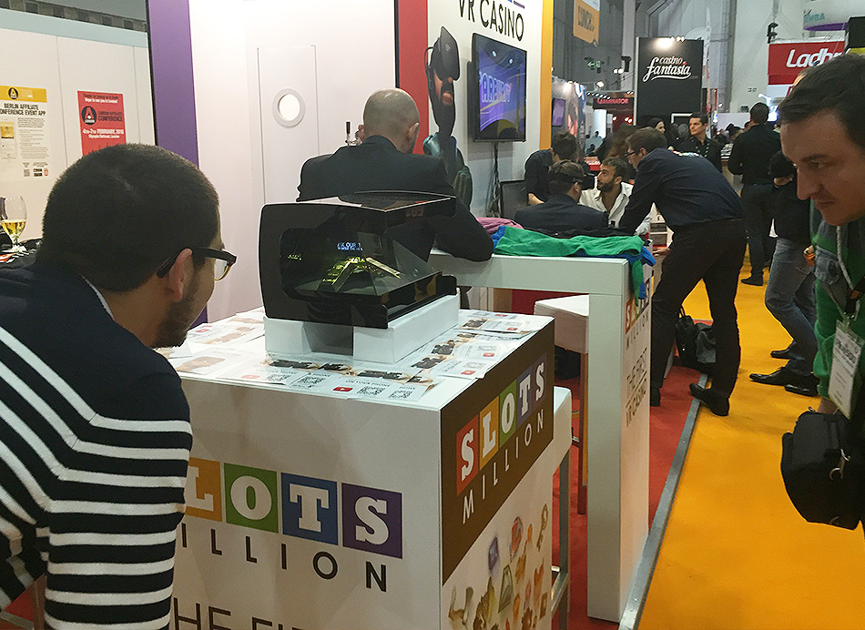 Solutions holographiques pour stand de conference for Animation stand salon