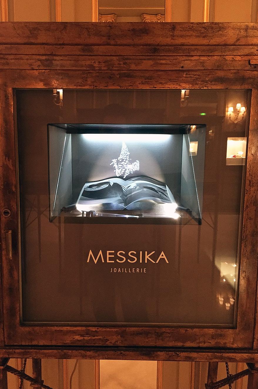 Vitrine Messika, hologramme joaillerie Meurice