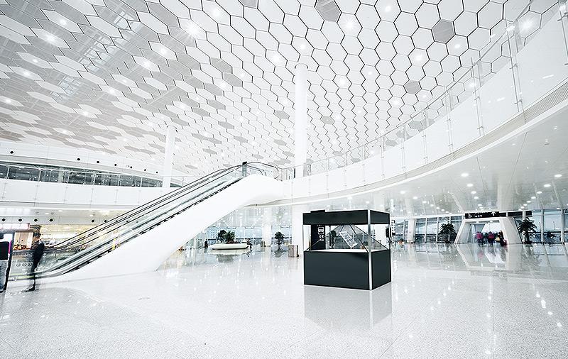 Vitrine holographique Dreamoc XXL3 dans un centre commercial