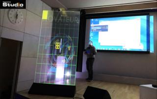 Holographic mobile showcase