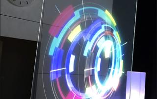 Logo NOVATEUR en hologramme géant au MEDEF