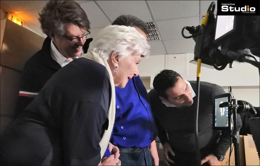 Vidéo holographique 3D avec Line Renaud et Yves Rénier